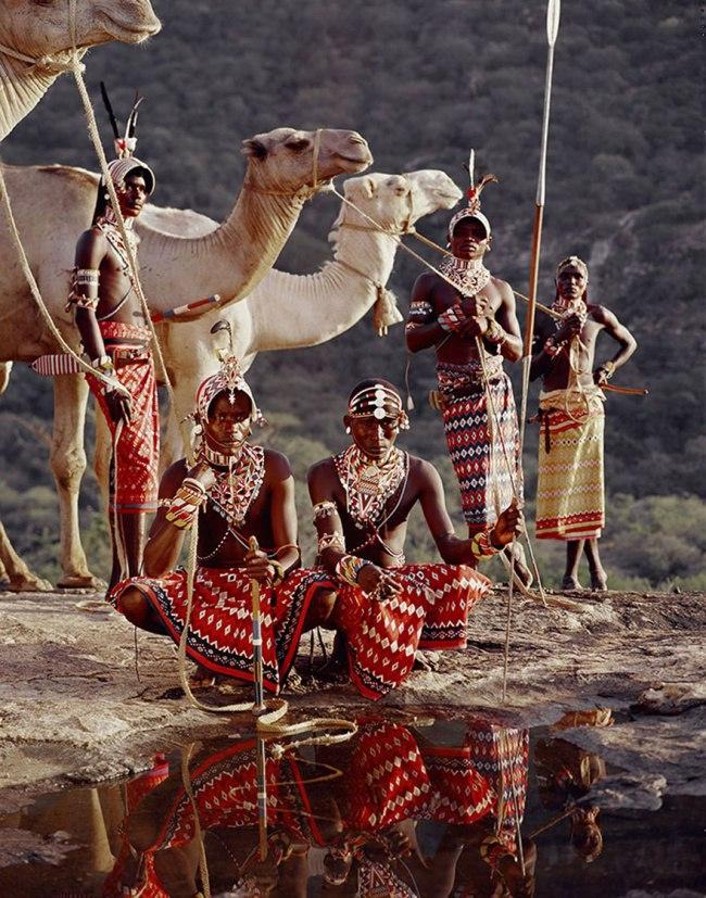 RIePcGf5kVA - Шокирующие фото исчезающих племен
