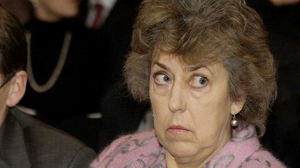 Баронесса Элиза Меннингем-Буллер вышла на пенсию после 33 лет работы в секретной службе. Она является дамой-командором Ордена Бани и Ордена Британской империи и дамой-компаньоном Ордена Подвязки.