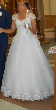 Продається весільна сукня....Хороший стан, білого