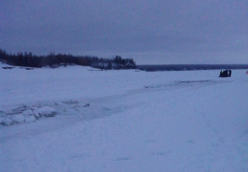 В Абыйском районе провалились под лед три грузовика