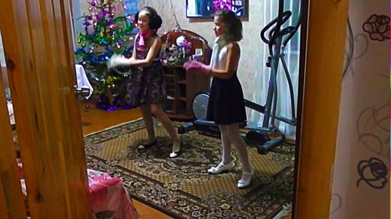 Новый год-ёлки,шарики,хлопушкиДиана и Полина Видео...