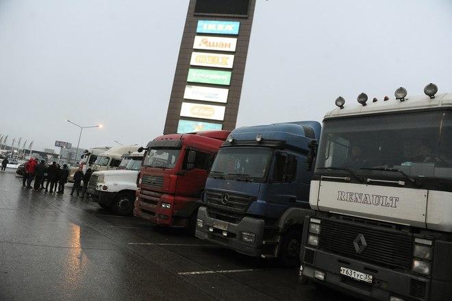 Госдума отменила почти все сборы для дальнобойщиков