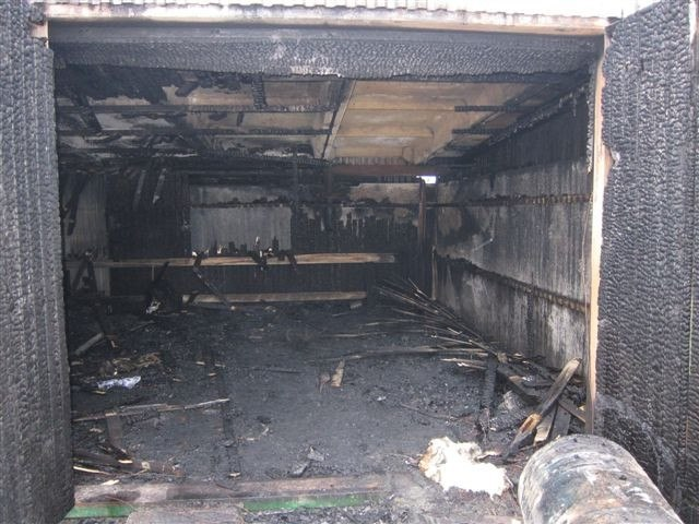 В Якутске сгорел гараж вместе с машиной