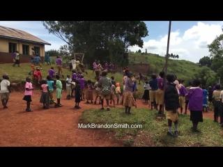 Дети из африки впервые увидели квадрокоптер