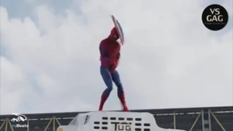 Человек-паук танцует