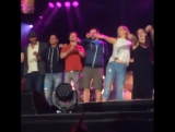 27 августа  Дженнифер и Эми на концерте Билли Джоэла (Чикаго, США)