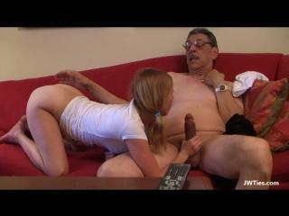 Порно папа саблазнила доч