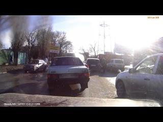 ДТП в Саратове  группа: http://vk.com/avtooko сайт: http://avtoregik.ru Предупрежден значит вооружен: Дтп, аварии,аварии видео,а