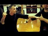 Как использовать нож Керамбит от FOX с Doug Marcaida - Часть 2