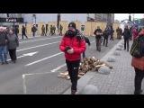 На Майдан начали свозить дрова