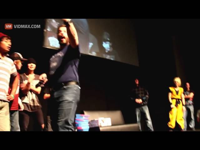 Anime fan pisses on stage at convention