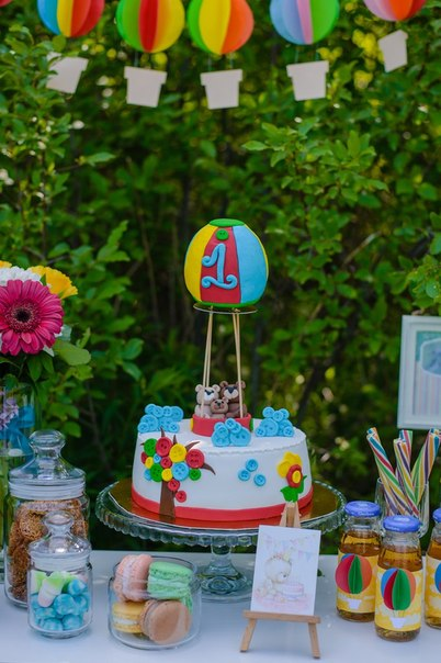 Торт с медвежатами и воздушным шаром