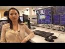 Девушка трейдер на фондовой бирже. Азиатка торгует акциями nyse