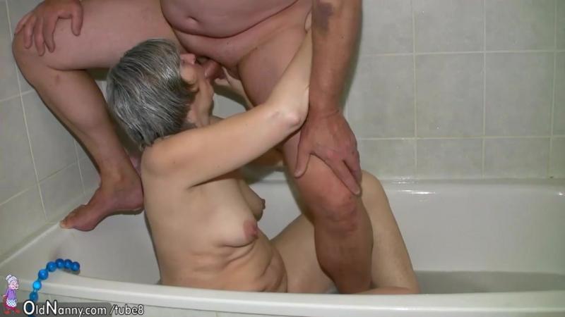 Порно бабушка внука в душе
