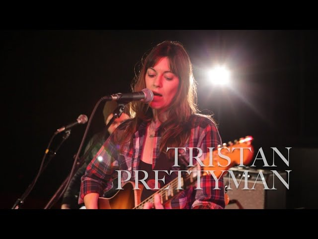 Tristan Prettyman Performs 'Waves'