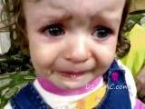 песня грусная играет и она плакать начинает(