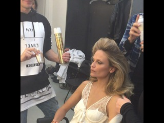"""Anna Dello Russo on Instagram: """"Backstage @voguejapan precious moment @luigimurenu doing hair to @natashapoly on set before pic by @luigiandiango 💞 (she's wearing…"""""""