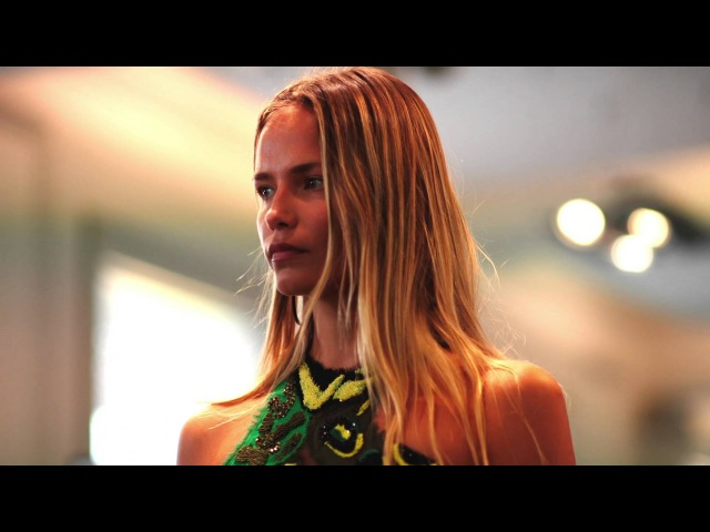 Versace Woman SS16 Show - Behind the scenes