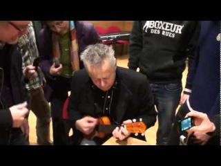 Tommy Emmanuel playing an ukulele! -