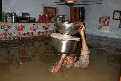 соседи затопили водой