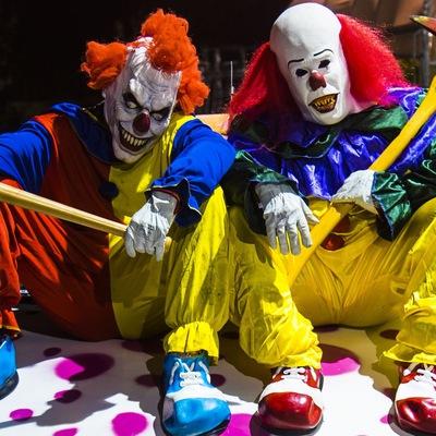 Секс с злым клоуном в цирке