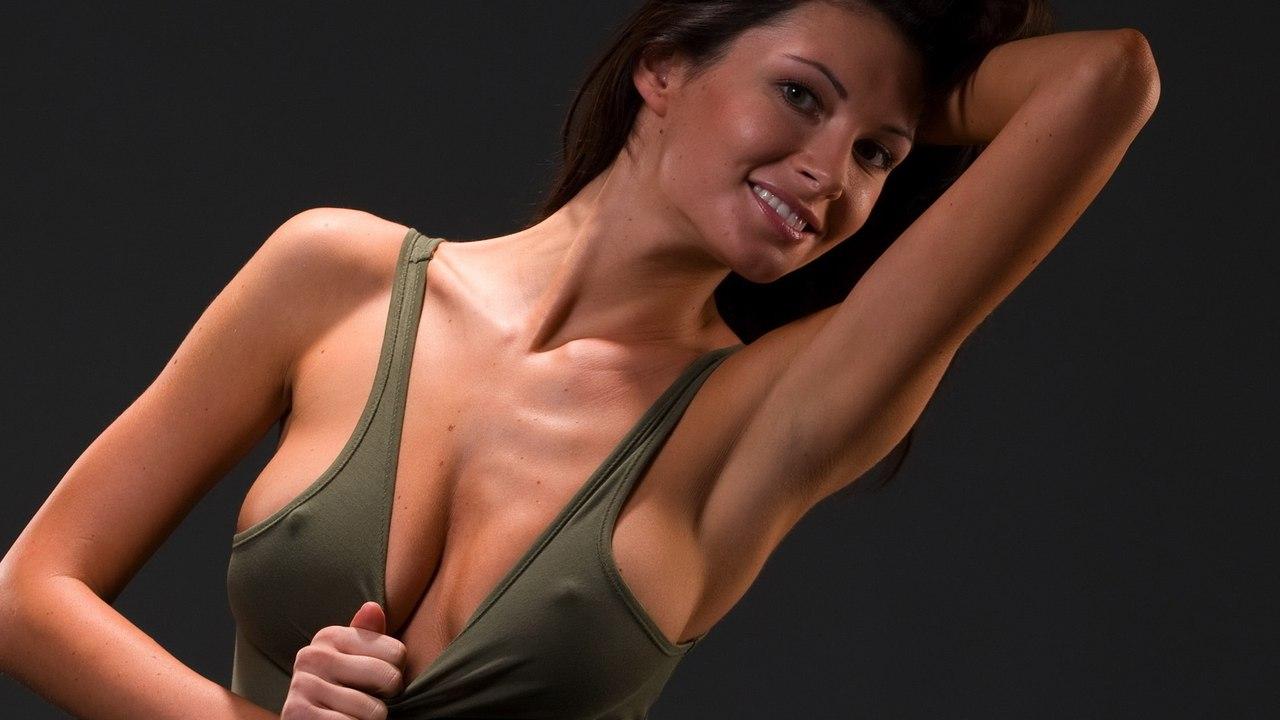 Bikini pose sexy slut
