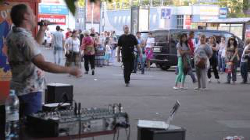 Вот это да Уличный музыкант сделал всю нашу эстраду
