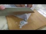 Очень острый нож режет листы справочника / Shibata Kotetsu 210mm Gyuto Cutting Demo