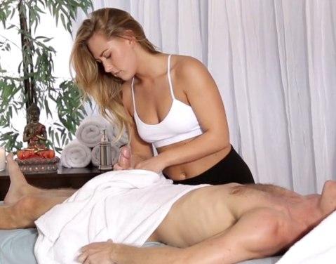 Массаж члена и небольшой секс