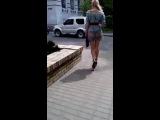 Центр города, девушка в прозрачной юбке