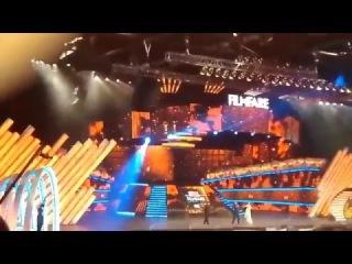 Live: Shah Rukh Khan And Madhuri Dixit Performing Live At Filmfare Awards 2016