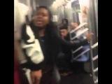 Драка. Негр дал по морде наглой негритянке в вагоне метро