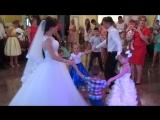 Танець молодят з малюками