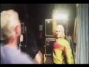 Пародия каста на сцену из фильма «Убить Билла»