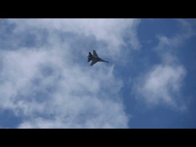 Су-35С. Ю.Ващук исполняет кульбит и плоский штопор