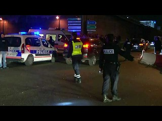 Теракт в Париже: серия взрывов, захват заложников и более полуторы сотни погибших