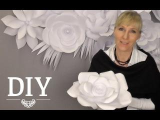 Украшение стены белыми бумажными цветами