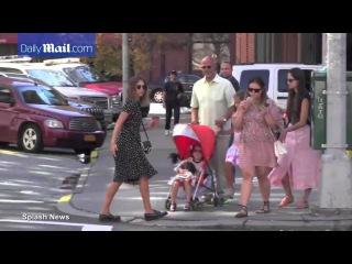 Jessica Alba strolls through New York...