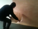Как правильно и быстро снимать старые обои со стены