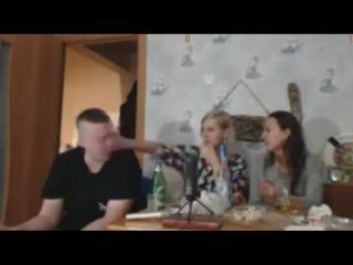 Шилов показал член подруге Тани и получил по лицу от Танюхи(ЭКСКЛЮЗИВ!!!)