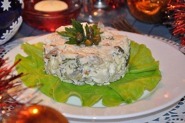 Вкусный салат из мяса птицы с фото