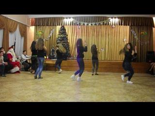 Флешмоб на Новый Год 11-А))))