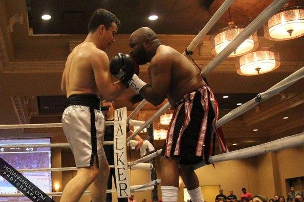 Перед боем с Эроном Андерсоном многие специалисты Хьюстона предрекали, что этот бой станет первым в карьере Радмира Ахмедиева, в котором он пройдет всю дистанцию поединка.