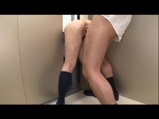 Порно девушка застряла в лифте