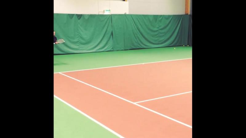 Riktigt bra träning idag Nya racken känns riktigt bra Blir en bra tennishöst wilson tretorn