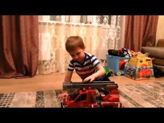 Машина  BRUDER тушит пожар.Видео для мальчиков. Роман и игрушки.