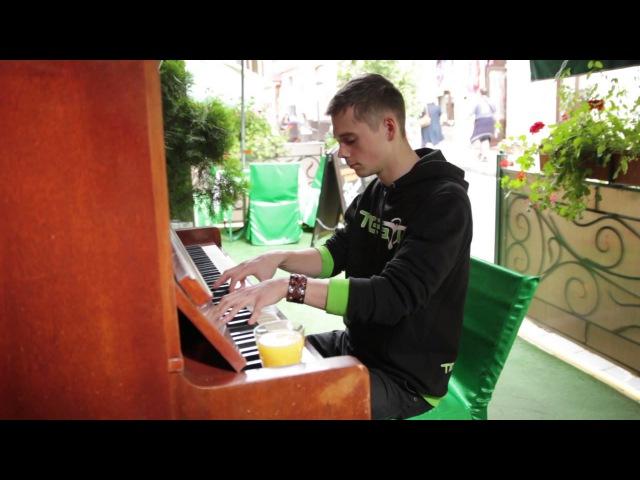 Пиано импровизация на площади возле кафешки | NAzzzYA