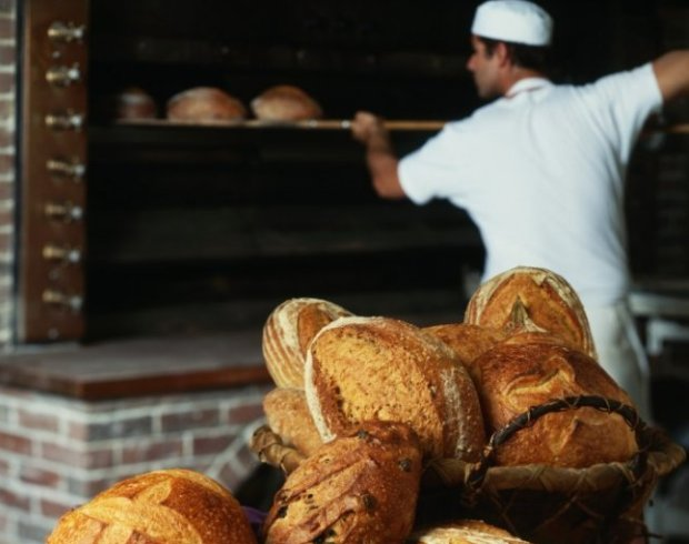 Шестеро мигрантов незаконно трудились в хлебопекарне Покровска