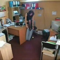 подглядаывание в офисе