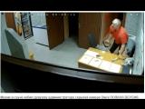 Мужик в сауне избил девушку администратора скрытая камера Омск